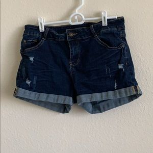 🌼Distressed dark wash jean shorts